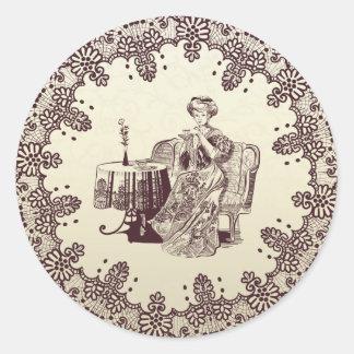 la señora bebe té pegatina redonda