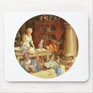 La señora Claus y los duendes cuece las galletas d Tapetes De Ratones