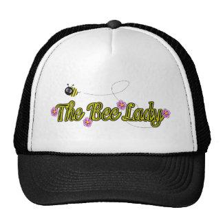 la señora de la abeja con las flores gorro de camionero