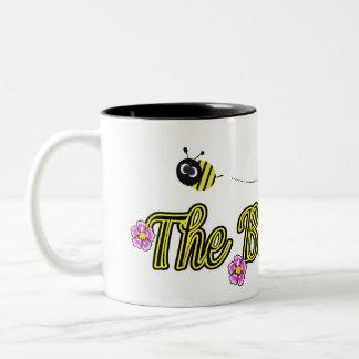 la señora de la abeja con las flores taza de dos tonos