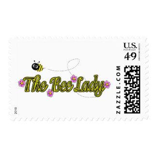 la señora de la abeja con las flores timbre postal