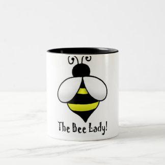 La señora de la abeja taza dos tonos