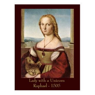 La señora de Raphael con una postal del unicornio