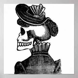 La señora esquelética. Circa los 1900s tempranos M Póster