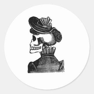 La señora esquelética. Circa los 1900s tempranos Pegatina Redonda