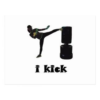 La señora Kickboxer/yo golpea con el pie Postales