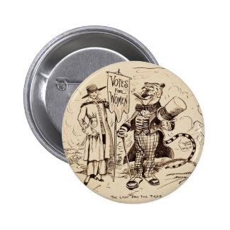 La señora y el tigre de Clifford K. Berryman Pin Redondo 5 Cm