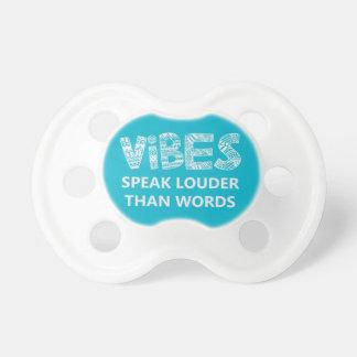 La sensación habla más ruidosamente que palabras chupetes para bebés