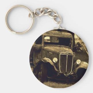La sepia entonó el camión antiguo del vintage llavero redondo tipo pin