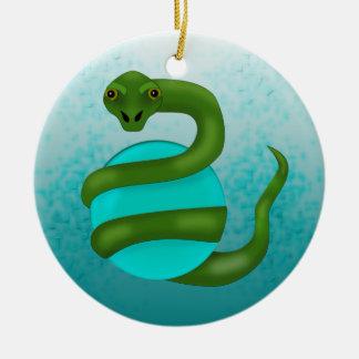 La serpiente adorno navideño redondo de cerámica
