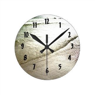 La siesta cierra el reloj de pared de la meditació