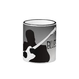 La silueta del jugador de los azules con un proyec tazas de café