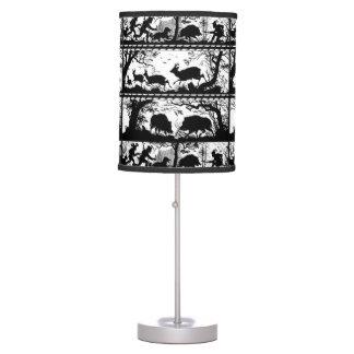 La silueta sombrea el jabalí blanco y negro de los lámpara de escritorio