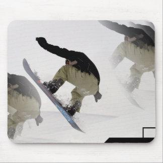 La snowboard cerca el cojín de ratón con barandill alfombrillas de ratón