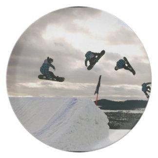 La snowboard engaña la placa plato de comida
