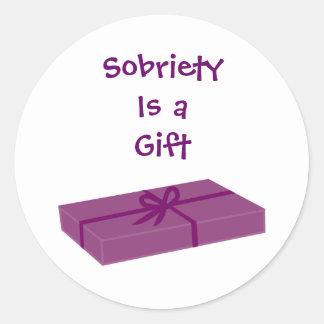 La sobriedad es pegatinas de un regalo pegatina redonda