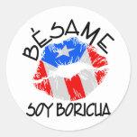 La soja Boricua de Besame me besa que soy Pegatina Redonda