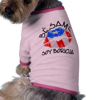 La soja Boricua de Besame me besa que soy puertorr Camiseta Con Mangas Para Perro