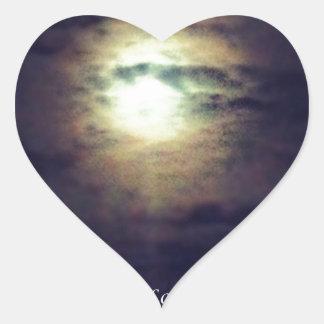 La soledad de la noche pegatina en forma de corazón