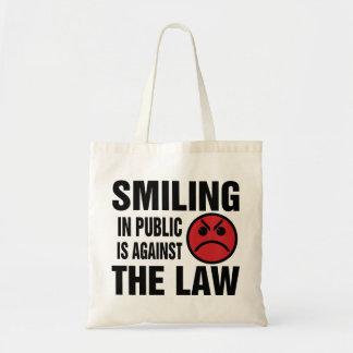 La sonrisa en público está contra la ley bolsa tela barata