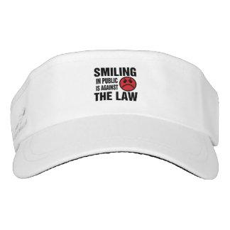 La sonrisa en público está contra la ley visera