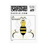 La sonrisa manosea el sello de la abeja reina de l