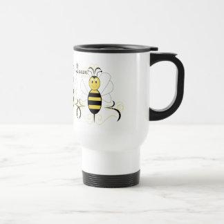 La sonrisa manosea la taza de la abeja reina de la