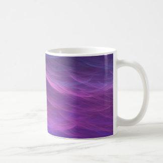La suavidad púrpura del agua agita la taza