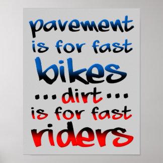 La suciedad está para el motocrós rápido de la bic posters