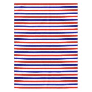 La tabla blanca y azul roja viste mantel