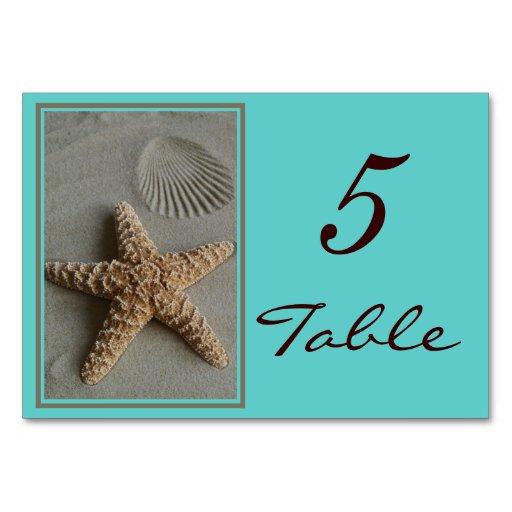 La tabla del boda del tema de la playa numera tarj