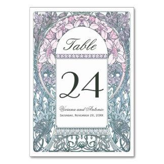 La tabla floral del boda del vintage numera V
