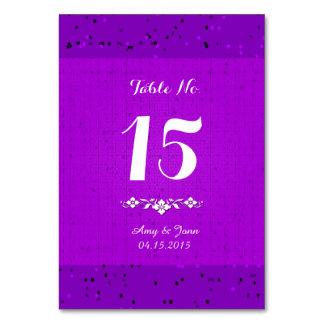 La tabla púrpura del boda del confeti numera