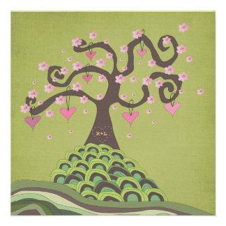 La talla del árbol del flor del monograma del boda invitacion personal