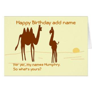 La tarjeta de cumpleaños divertida del camello