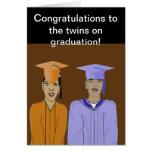 La tarjeta de la graduación de los gemelos