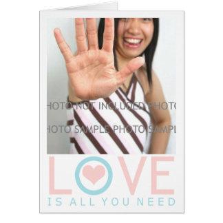 La tarjeta del día de San Valentín minimalista car