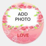 La tarjeta del día de San Valentín rosada de los Etiqueta Redonda