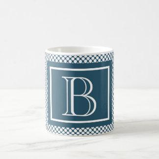 La taza con monograma, Slate el azul en lunares