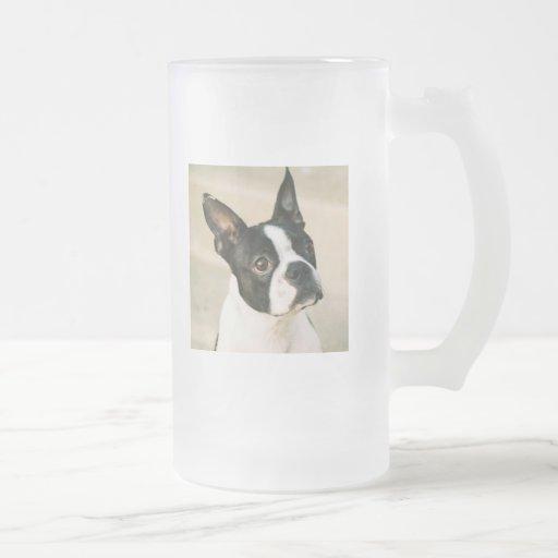 La taza de Boston Terrier de la mirada de Boston