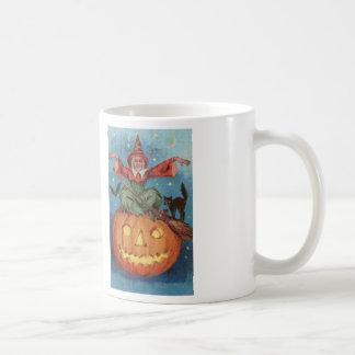 La taza de café de la puntada de la cruz del encan