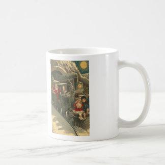 La taza de café de la puntada de la cruz del tren