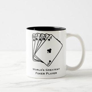 La taza de café más grande del jugador del póker d