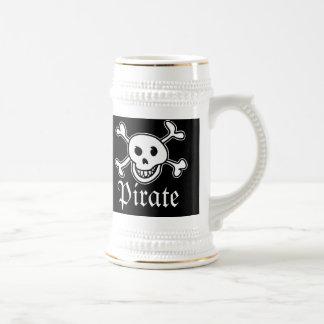 La taza de cerveza de los piratas con el cráneo y