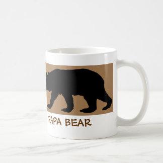 La taza de la silueta del oso lee: OSO DE LA PAPÁ