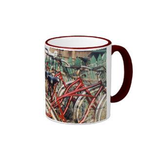 """La """"taza de las bicicletas rojas"""