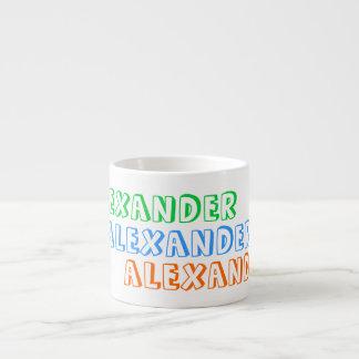 La taza de los niños con el nombre personalizado