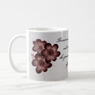 La taza de Quotational con rojo florece `