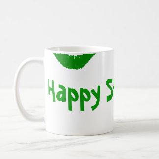 La taza de St Patrick zurdo del beso verde