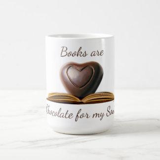 La taza del amante del libro y del chocolate